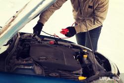 Граненый стакан, мороз, холод на улице, термометр, автомобильный аккумулятор, холод на улице, автомобильный аккумулятор, машина не заводится
