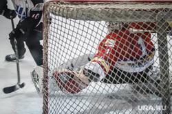 Хоккейный матч между командами Свердловской и Курганской областей любительской лиги. Екатеринбург, ворота, шайба, гол, хоккей