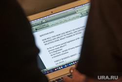 Онлайн пресс-конференция Михаила Ходорковского. Москва, вопрос, экран ноутбука