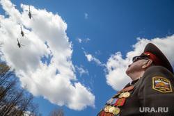 Ветераны Великой Отечественной войны возле Суворовского училища. Екатеринбург, ветеран, медали, эккельман владимир