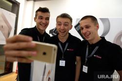 Старт продаж новых iPhone 6s и iPhone 6s Plus. Москва, продавцы, айфон, apple, радость, селфи, iPhone 6s, косультанты, restore