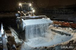 Ночная уборка улиц от снега. Екатеринбург, бульдозер, химреагенты, соль от снега
