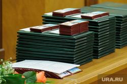 Вручение мандатов новому созыву законодательного собрания СО. Екатеринбург, мандаты