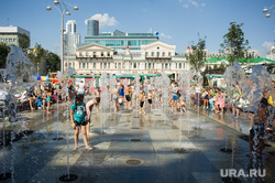 Жара в Екатеринбурге, сквер, лето, жара, дети, площадь 1905года, купание в фонтане, водные процедуры