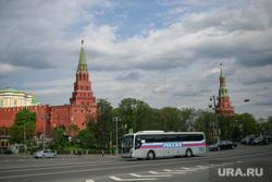 Вокруг очереди к Храму Христа Спасителя. Москва, город москва, россия, автобус, кремль