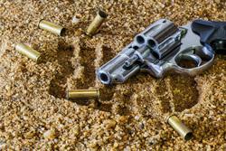 Открытая лицензия на 04.08.2015. Криминал., патроны, пистолет, оружие, гильзы, криминал