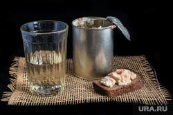 Клипарт depositphotos.com, стакан водки, тушонка, граненый стакан, черный хлеб