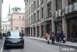 Стихийный сбор москвичей, протестующих против программы реновации. Москва, рендж ровер, ап, приемная администрации президента