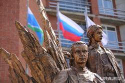 Памятник военным медикам. Госпиталь ветеранов войн. Екатеринбург, памятник военным медикам, госпиталь ветеранов войн