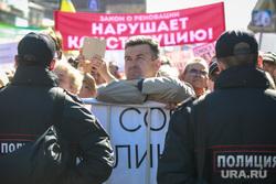 Митинг против закона о реновации Москвы. Москва, плакаты, реновация нарушает конституцию, полицейское оцепление