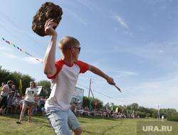 Веселый коровяк в деревне Крылово, Пермь, говно, состязание, метание диска, коровяк