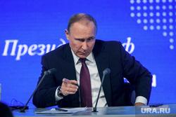 12 ежегодная итоговая пресс-конференция Путина В.В. (перезалил). Москва, портрет, указательный палец, путин владимир, жест рукой