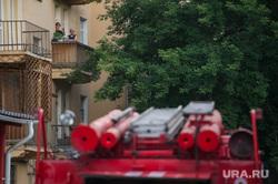Пожарные тушат мастерскую скульптора Геворга Геворкяна. Екатеринбург, пожарная машина