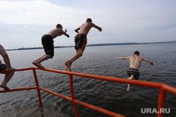 Дети. Пермь, отдых, пляж, водоем, городской пруд, купание, дети, прыжок в воду
