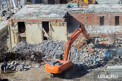 Снос незаконно построенного дома на Ломоносова, 86. Екатеринбург, идут работы, снос дома