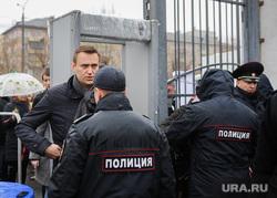 Алексей Навальный встретился с волонтерами своего штаба, выступил на митинге против Томинского ГОК и провел пресс-конференцию для журналистов. Челябинск, навальный алексей, полиция, рамки металлоискателя