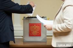 Первое организационное заседание нового состава Избирательной комиссии Свердловской области. Екатеринбург, урна с бюллетнями, голосование, урна для голосования