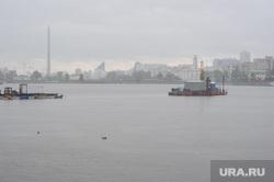 Буровая установка на городском пруду на месте планируемого Храма-на-воде. Екатеринбург, городской пруд, екатеринбург, платформа на воде