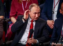 Выступление президента РФ Владимира Путина на медиафоруме ОНФ. Санкт-Петербург, путин владимир, жест рукой