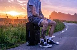 Открытая лицензия от 01.09.2016. Татуировки, закат, турист, чемодан, tattoo, татуировки