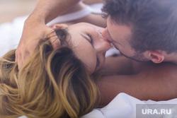 поцелуи, страсть, любовная пара, прикосновения, объятия, секс, влюбленная пара, поцелуи, объятия, страсть, лежать в посели, пара в кровати, прикосновения