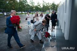 Возложение цветов к памятнику первому президенту России Борису Ельцину. Екатеринбург, греф герман, юмашева татьяна