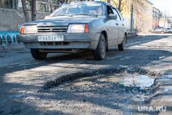 Рейд инспекции ОНФ по дорогам Кургана, лужа, ямы в асфальте, убитая дорога