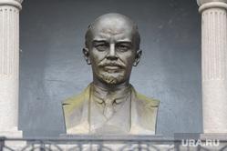Ленин на Алом поле.  Челябинск., бюст ленина