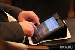 Итоговая пресс-конференция Куйвашева. Екатеринбург, записи, планшетный компьютер, айпад