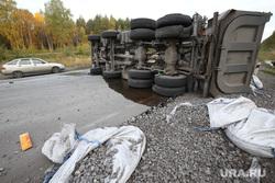 Авария на Серовском тракте. Выезд с Невьянска, дтп, трасса, перевернувшийся грузовик, самосвал, авария