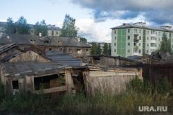 Поездка Евгения Куйвашева в Североуральск: шахта Черемуховская-Глубокая и вручение ключей, барак, североуральск, трущобы, развалины, жилой фонд, аварийное жилье