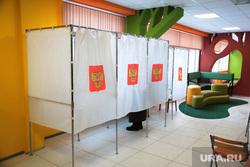Выборы перенесенные на 4 декабря. Пермь, кабинки для голосования, выборы