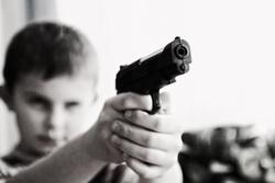 Открытая лицензия от 04.08.2016 , ребенок, убийство, пистолет, дети, прицел