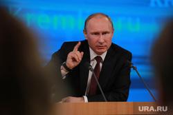 Подробно. Пресс-конференция с участием президента РФ Владимира Путина. Москва, указательный палец, путин владимир