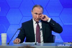 12 ежегодная итоговая пресс-конференция Путина В.В. (перезалил). Москва, слезы, портрет, путин владимир, трет глаз
