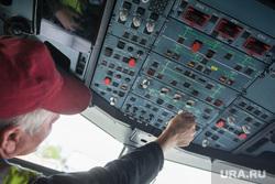 Клипарт по теме Аэропорт. Екатеринбург, приборная панель, кабина пилота
