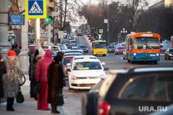 Общественный транспорт Екатеринбурга, остановка, зима, автобус, маршрутка