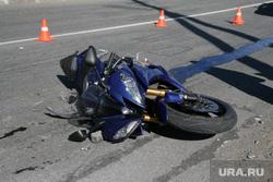 Фоторепортаж - авария с мотоциклом. Салехард, мотоцикл, дтп, авария, разбитый мотоцикл
