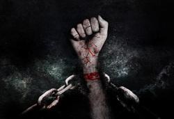Открытая лицензия на 04.08.2015. Тюрьма. Наручники. Криминал., кровь, наручники, убийство, задержанный, цепи