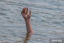 Пляжи и места для купания города Кургана, руки, водоем, отдых на воде, утопленник, пляжи, человек в воде, купающиеся, тонущий