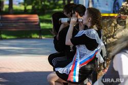 Последний звонок в Челябинске, вино, пьянство, выпускники, алкоголь