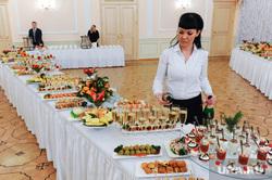 Дубровский отчетная пресс-конференция.Челябинск., закуска, банкет, фуршет, бокалы с шампанским, еда