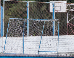 Велосипед, скейт, ролики, самокат. Екатеринбург, забор, футбольный корт, перелазит, ребенок