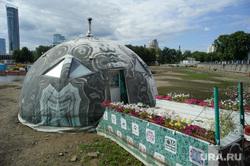 Тело мужчины на отмели Городского пруда в начале улицы Первомайская. Екатеринбург, сарай, строение, опорный пункт полиции, набережная городского пруда