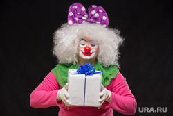 Праздник, праздничный торт, воздушные шары, клоун, подарок, детский праздник, клоун