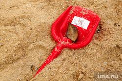1000 дворов 2014 год. Екатеринбург, лопата, детский сад, песочница, песок, детские игрушки