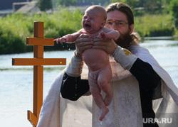 Массовое крещение на Чусовой на станции Полевской, Свердловская область, крещение, ребенок, дети, религиозный обряд