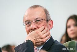 VIII Гайдаровский форум, второй день. Москва, портрет, рука у лица, алексашенко  сергей