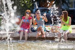 Жизнь Екатеринбурга в жару, фонтан, жара