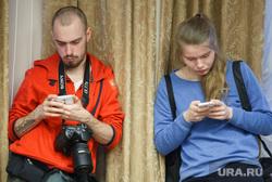 Пресс-конференция Игоря Холманских. Екатеринбург, фотографы, скука, соцсети, сотовые, гаджеты, булатов алексей, майорова анна, переписка, мобильные телефоны, зависимость